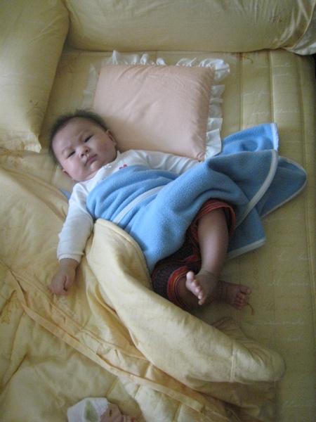 大王Nana一早起床的睡姿~不賴吧!