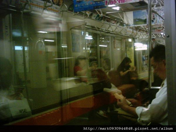 地鐵車內一景
