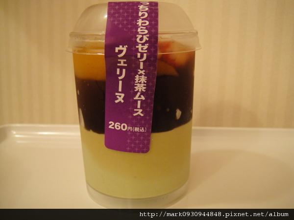 回到飯店享用超商買的日式甜點