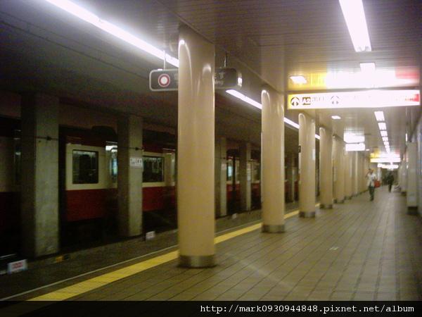 搭地鐵的月台