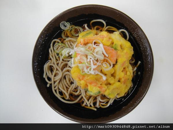 到成田機場在青砥車站月台吃的炸蝦蕎麥麵