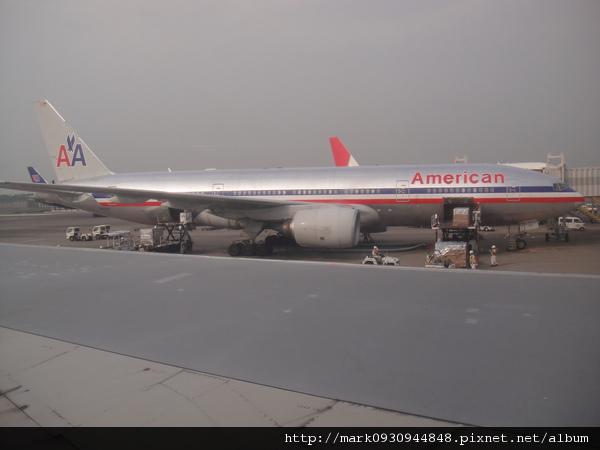 也有達美航空在同一個登機口