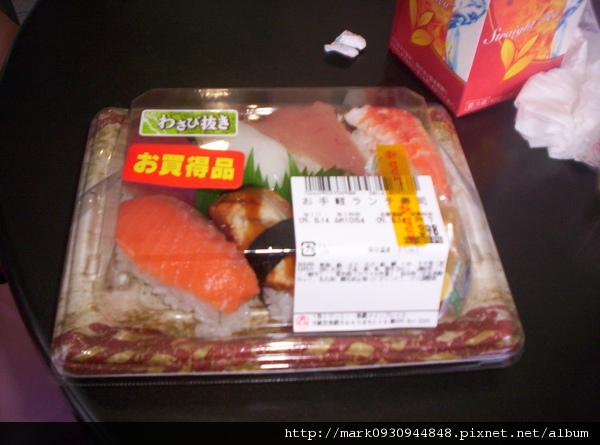 肚子餓先到超市買握壽司解饞