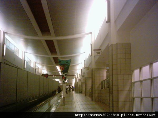 半夜的關島機場