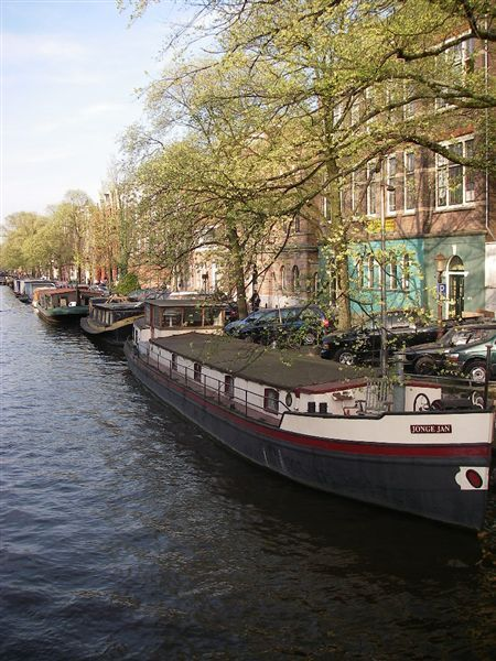 河邊的小船.JPG