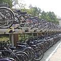 公館捷運站前的腳踏車停車位