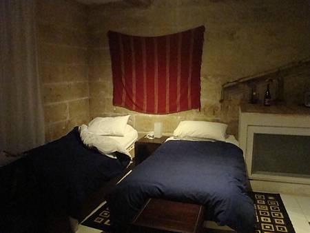 two pillow malta