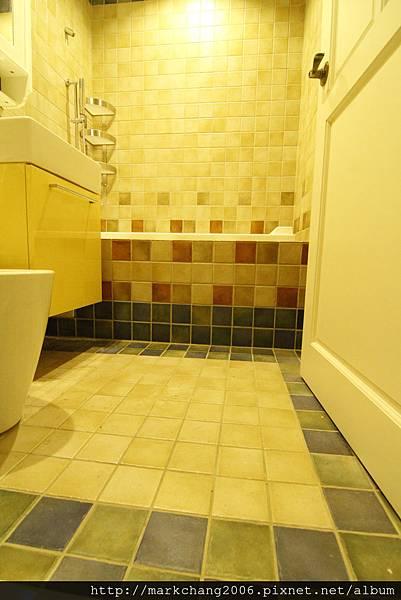 主臥衛浴壁磚特寫
