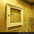 主臥衛浴鏡櫃特寫