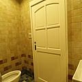 次臥衛浴原木新古典門特寫