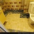 次臥衛浴地磚特寫