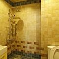 次臥衛浴壁地磚特寫