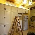 玄關/餐廳區的置物櫃安裝接近尾聲