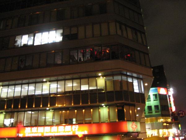 辦公大樓樓上都有人加入XDD