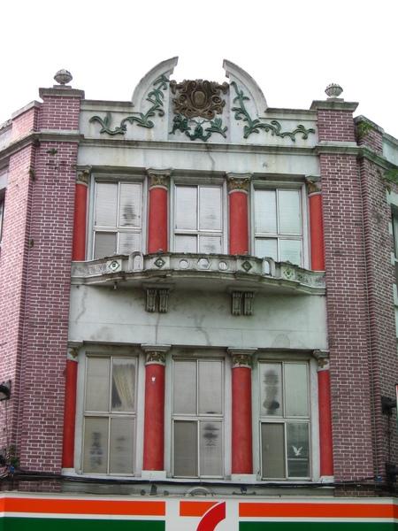 這棟建築有說不出的錯亂感