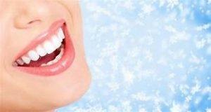 在不看牙醫的情況下獲得白色牙齒