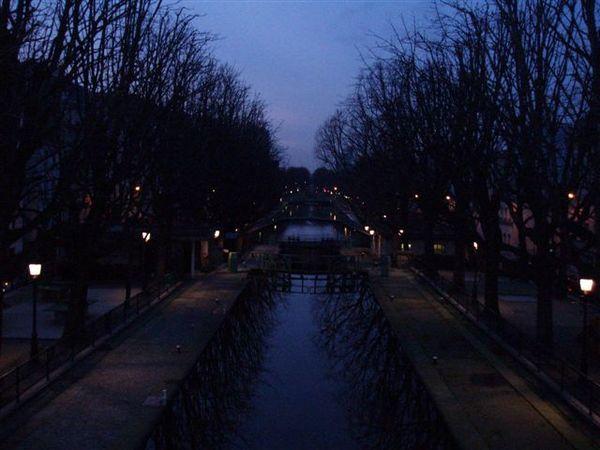 恬靜的聖亞當運河.JPG