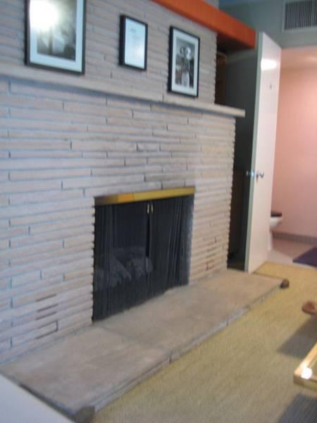 大家看一下這火爐邊邊都有小墊子,應該是怕有人踢到的貼心設計!