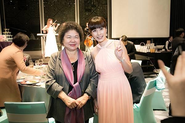 與高雄市長陳菊合影