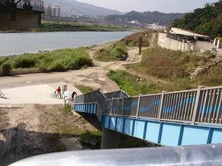 秀朗橋中和端引道
