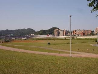 溪畔的棒球場