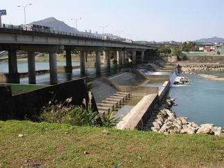碧潭橋攔砂壩