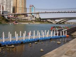 碼頭、吊橋跟船