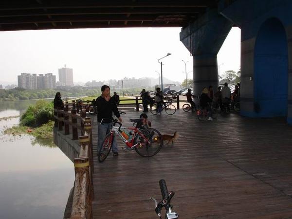 中正橋瀕河小台