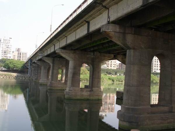 永福橋對岸