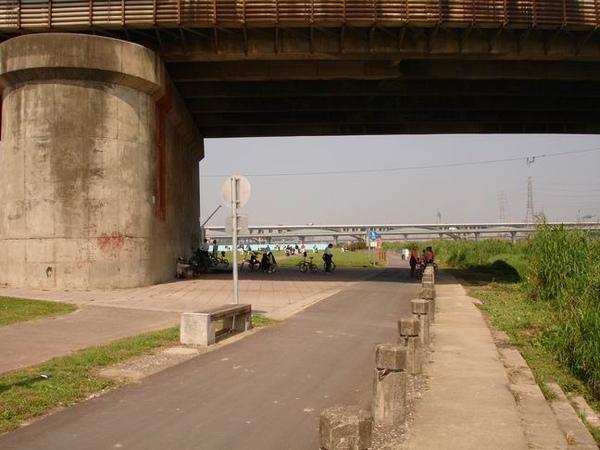 光復橋下的大空地