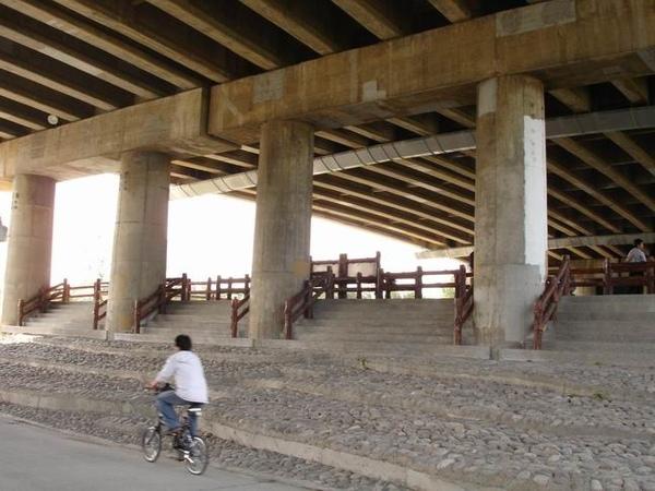 看起來有稍微整理過的福和橋