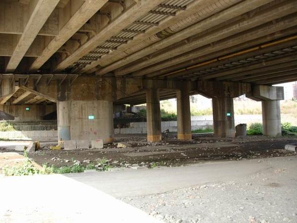 終點-秀朗橋下的廢棄空地