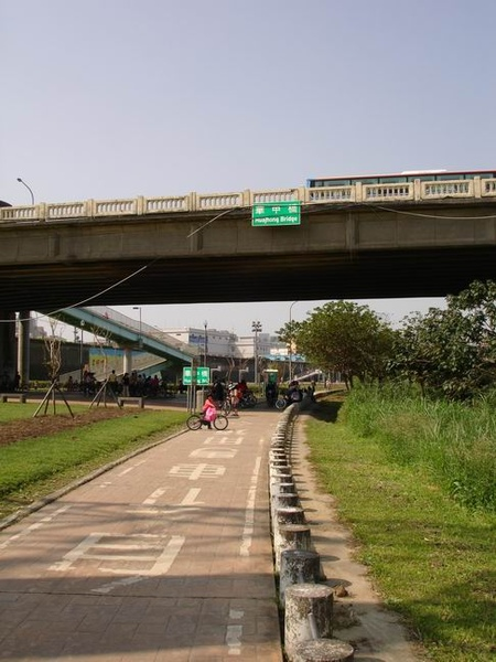 華中橋接近中