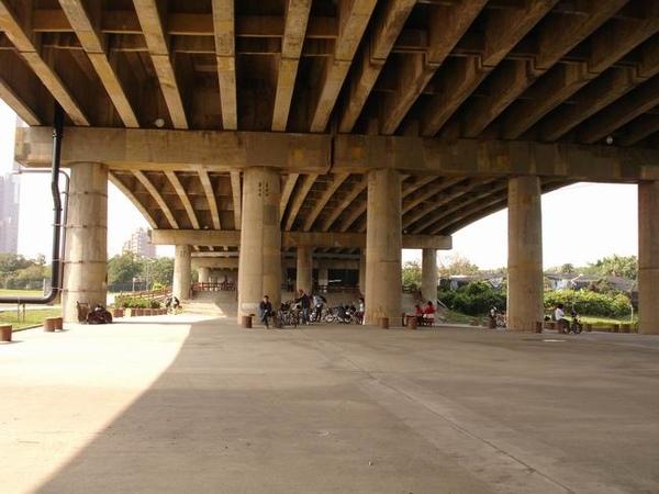 福和橋下的小廣場