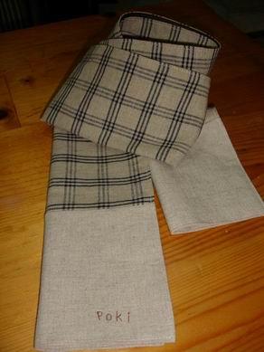 小几上的手工圍巾