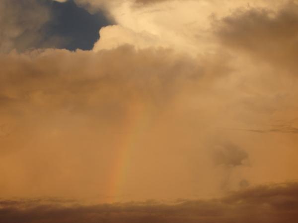 天使羽翼的彩虹特寫