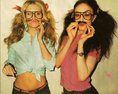 sapatao-fashion-girls-glasses-mustache-Favim_com-177549