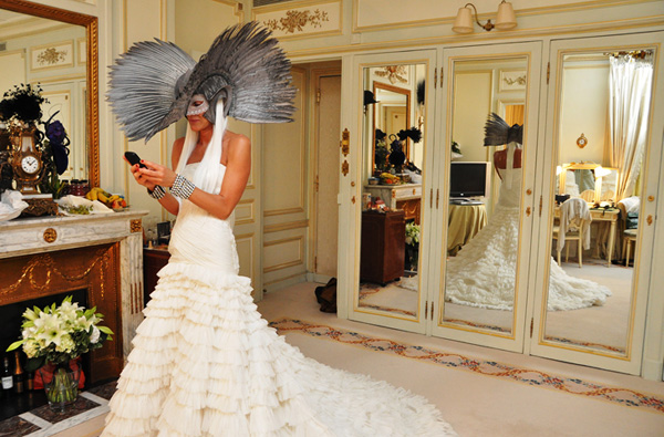 Anna-Dello-Russo-Getting-Dressed-for-Vogue-Paris-90th-Anniversay-Ball-051010-6