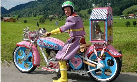 Grayson-Perry-on-his-Bike-006