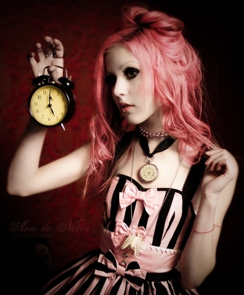 alice-in-wonderland-clock-fashion-pink-Favim_com-138826