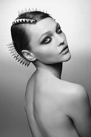 Sasha-Pivovarova-for-Maison-Michel-Autumn-Winter-2011-DesignSceneNet-03a