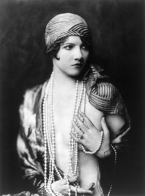 Ziegfeld-Follies-Girls-1920-Broadway-13.jpg