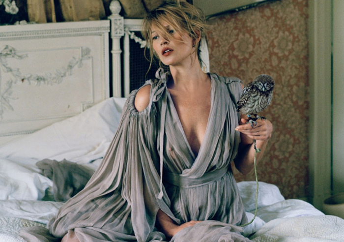 la-modella-mafia-Kate-Moss-x-Vogue-UK-December-2013-photographed-by-Tim-Walker-styled-by-Kate-Phelan-2.jpg
