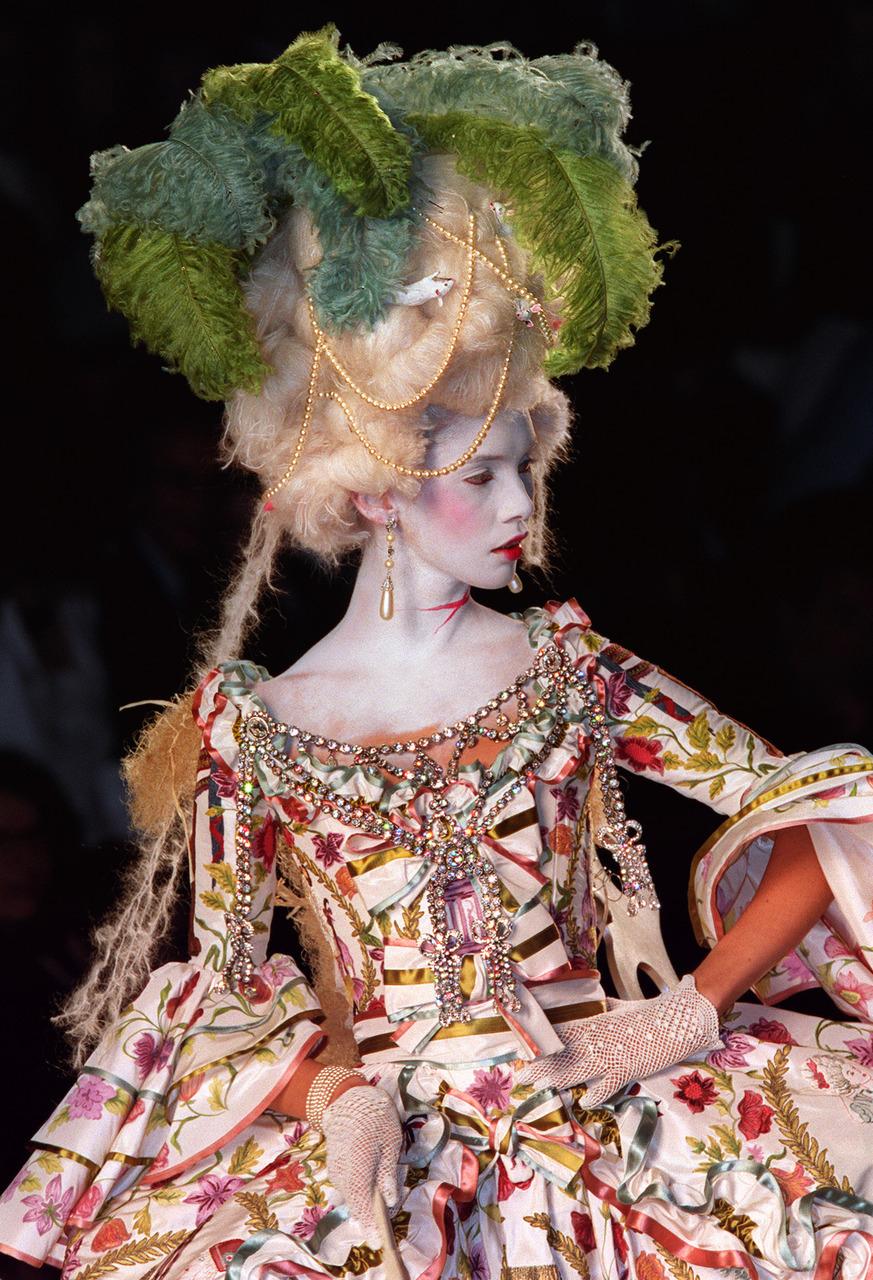 christian-dior-fall-2000-haute-couture-1.jpg