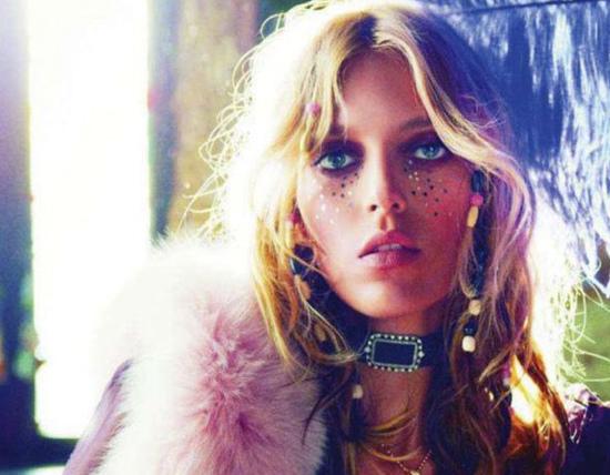 Hippie-Hippie-Chic-Anja-Rubik-Vogue-Paris-September-2011.jpg