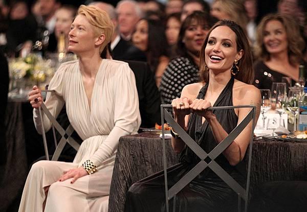 Brad-Pitt-Angelina-Jolie-PDA-Pictures-SAG-Awards.jpg