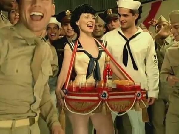 Candyman-Music-Video-christina-aguilera-31900853-862-646.jpg