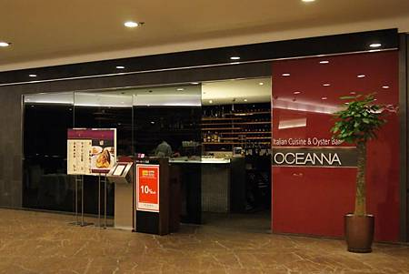 OCEANNA_Times_Square_Shop_Front_1.jpg