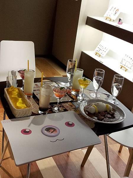 用餐中的桌子