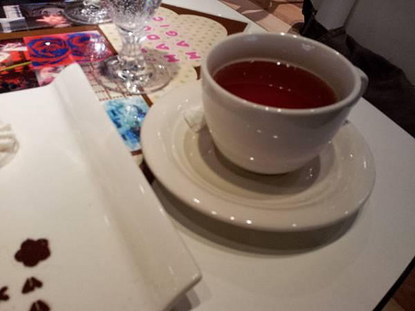 蛋糕附的紅茶